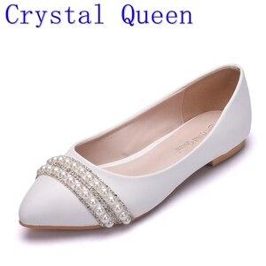 Image 1 - Crystal Queen Vrouwen Bruids Schoenen handgemaakte Dame parel witte bruiloft schoenen flats sexy comfortabele Witte Parel Jurk Schoenen