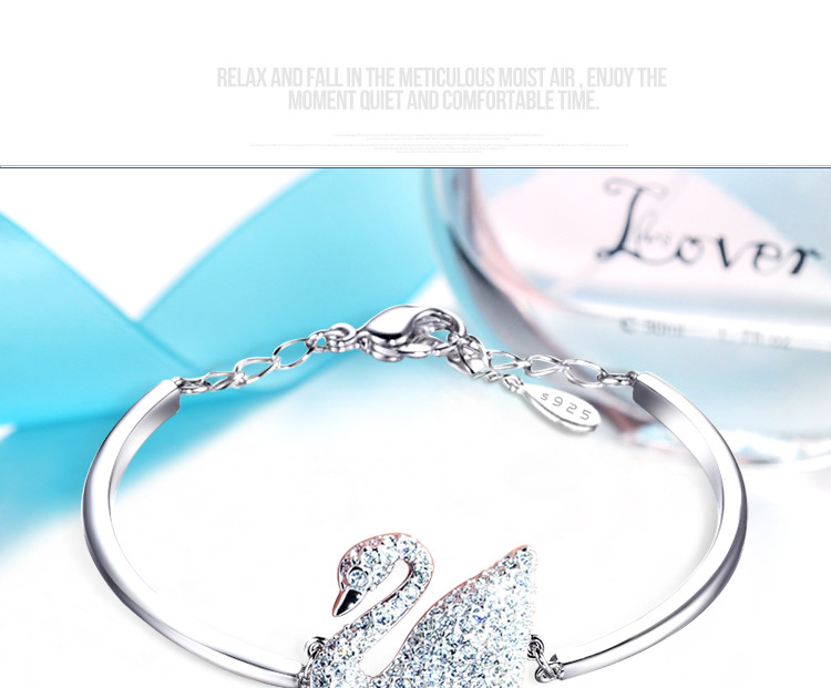 2018 New Fashion Crystal from Austrian Bracelet Flashing little swan Bangles Women Wedding jewelry Romantic Christmas gift