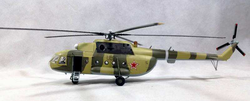 1:72 Russian MI-8 Transport Helicopter Model Trumpeter 37040 Collection Model