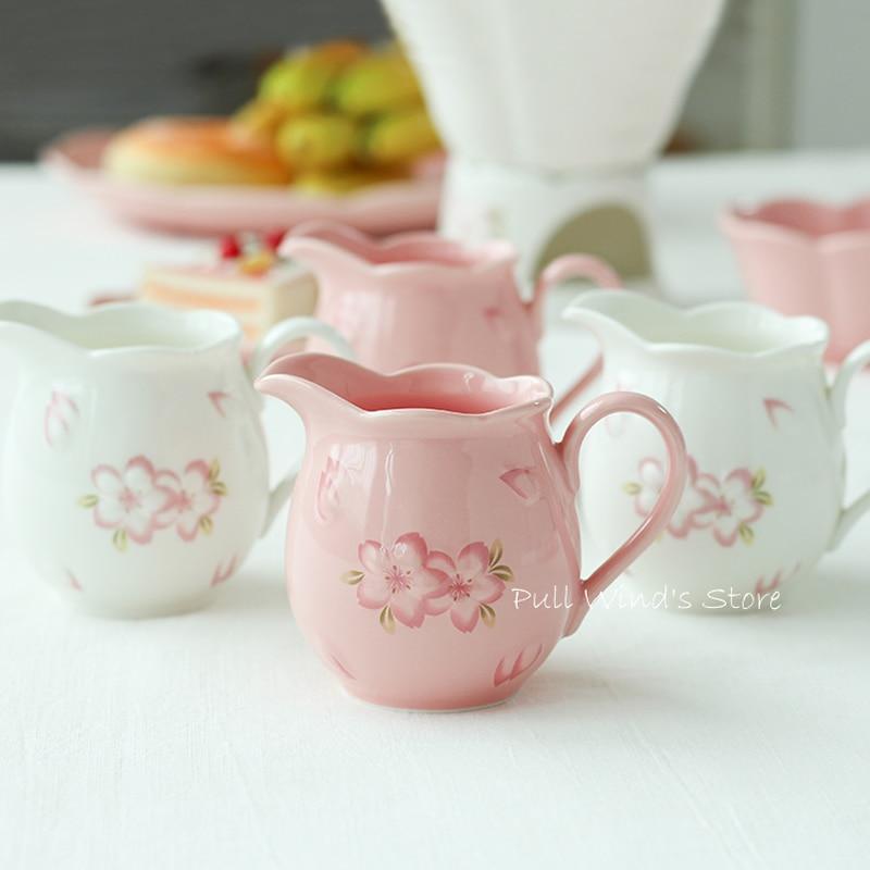 керамический горшок молока