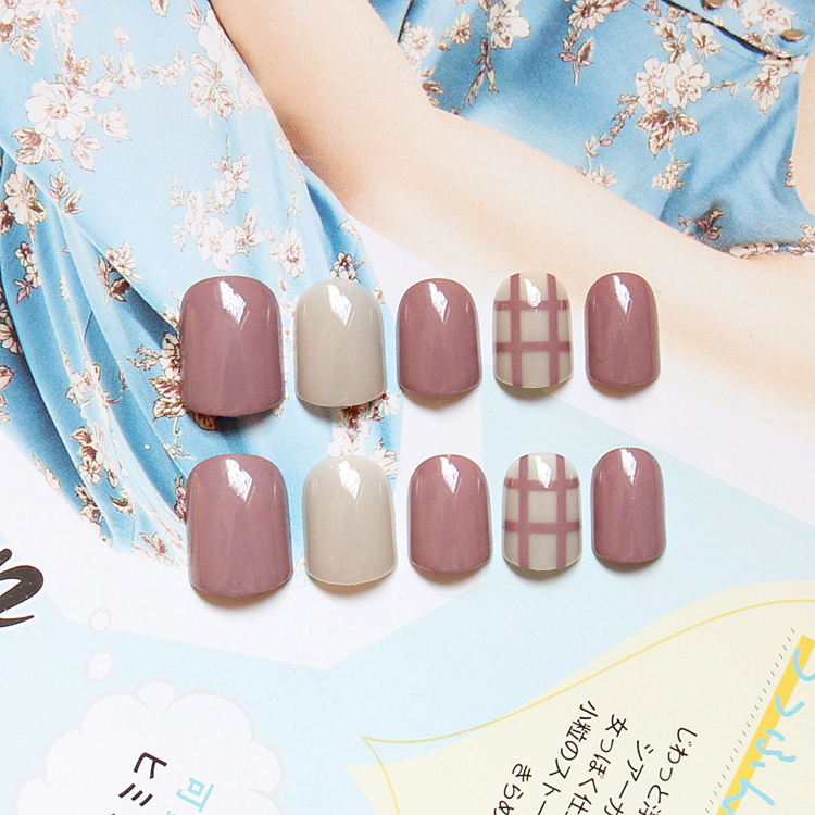 New Arrival 24 pcs Solid Milk Brown Grey Fake Nails Short Full Round Head Nail Tips with Tic Tac Toe Pattern Fake Nail with Glue