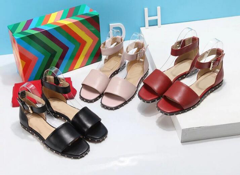 ФОТО Rome Style Square Toe Fashion Sandals Rivets Studded Flat Shoes Ankle Buckle Strap Girls Shoes Concise Summer Shoes