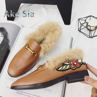Brand Designers 2018 Fashion Metal Buckle Chain Leather Flats Shoes Woman Sweet Embroidery Flower Pearl Slip