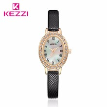 Marca de moda de Lujo KEZZI Impermeable Corea Ladies Relojes Hermosa Concha Ovalada Caja de Regalos Reloj Para Mujer DotsPU Relojes Niñas