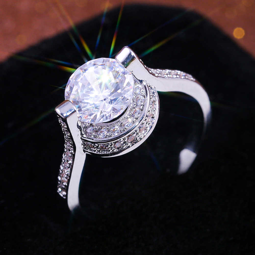 Huitan Fashion Classic Wedding Engagement Ring Fascinating Design With Brilliant Dazzling Cubic Zirconia Stone Prong Setting