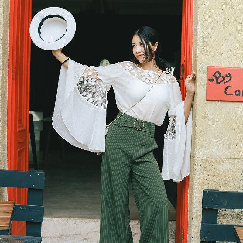 Printemps automne nouvelles femmes Blouses en mousseline de soie dames doux décontracté lâche longue grande Flare manches o-cou dentelle Patchwork chemises blanches - 2