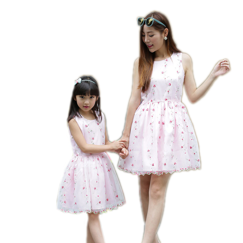 ФОТО Baby Girls Dresses Summer Mesh Matching Mother Daughter Dress Plus Size Lady Sleeveless Floral T-shirt Toddler Family Clothing