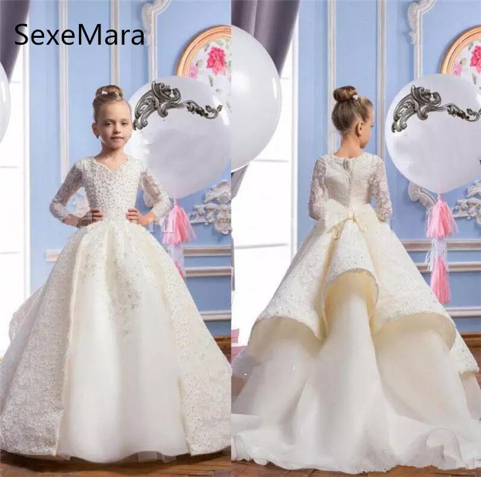 Gorgeous Girls Pageant Dresses Long Sleeves With Pearls Beads First Communion Dresses V Neck Lace Flower Girls Dresses Ball Gown