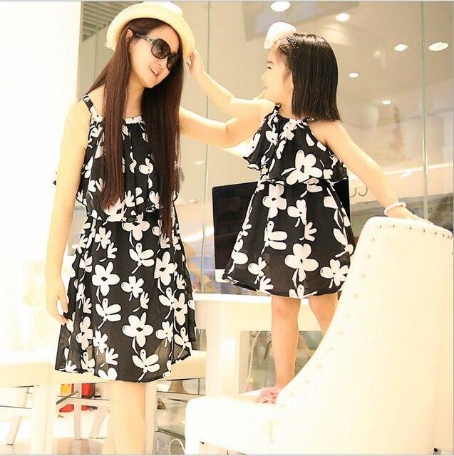 72c9f09333cf 2018 Summer Parent-Child Outfit One Piece Mother   Daughter Floral Princess  Beach Dress Strapless Sundress Family Dresses G397