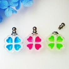 50 piezas 16*17mm pequeño trébol luminoso que brillan en la oscuridad de colgante con vial de cristal de vidrio ampolletas perfume botella de nombre en el arroz encantos