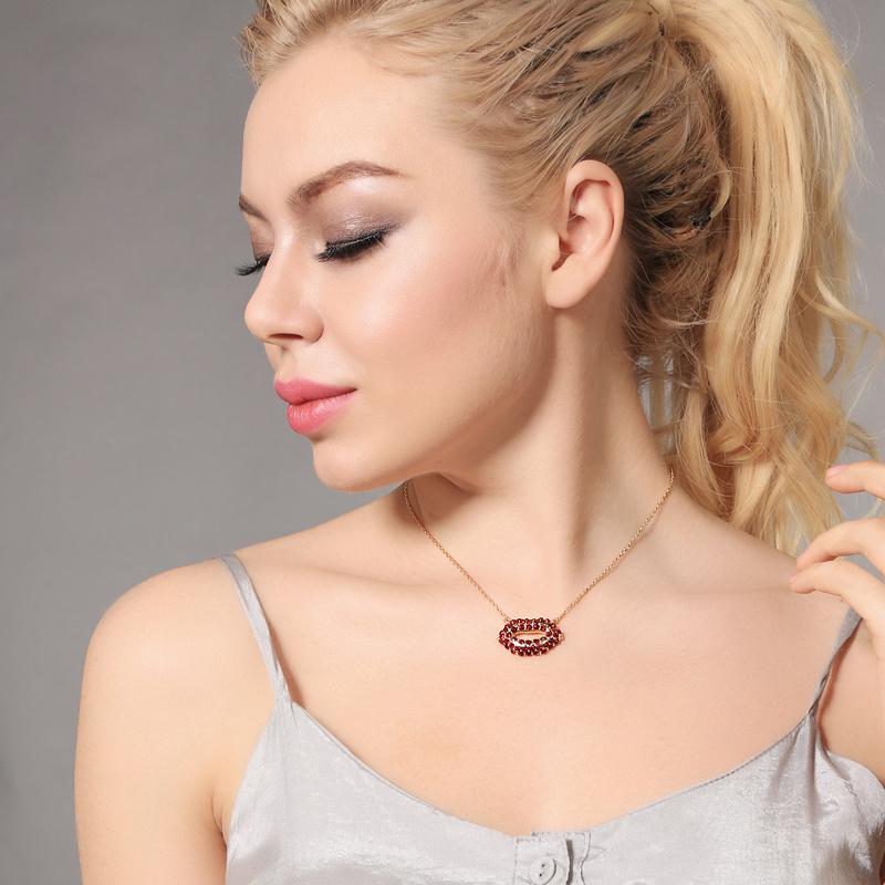 2018 Trendy Long Simple Design Red Crystal Lips Necklace For Women Ethnic Adjustable Gold Color Necklace Jewelry Wholesale