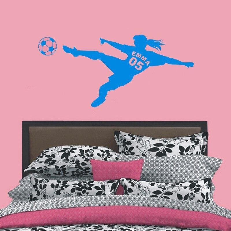 Gepersonaliseerde Meisjes Naam met Nummer Voetbal Voetbal Vinyl Muurstickers Art Muurstickers voor Kinderen Kamers Decoratie 2