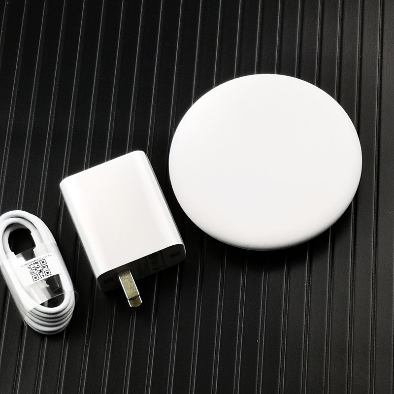 Image 2 - original xiaomi wireless charger 20W Qi Fast Charge For Mi 9  MIX 2S / 3 (10W) iphone 8 x xs xr huawei mate 20 pro p30-in Mobile Phone Chargers from Cellphones & Telecommunications