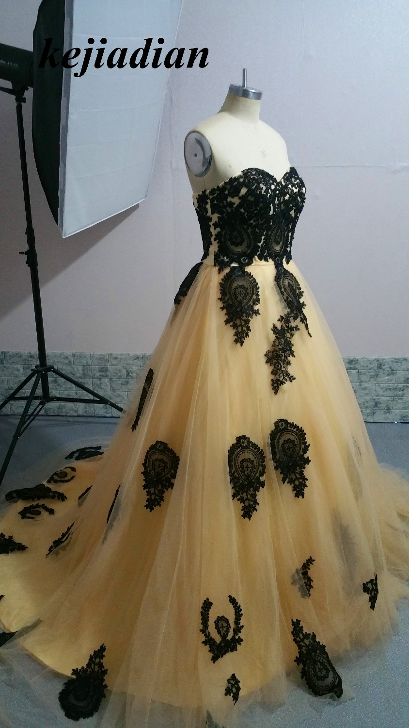 Luxury Vintage Gothic evening Dresses 2017 Black Champagne Sweetheart Lace Ball Gown Colorful evening Gowns With Color Custom