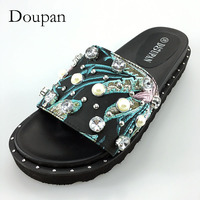 Doupan New Slippers Women Fashion Pearl Crystal Floral Round Toe Shoes Women Flats Beach Slides Sandals Women support wholesale