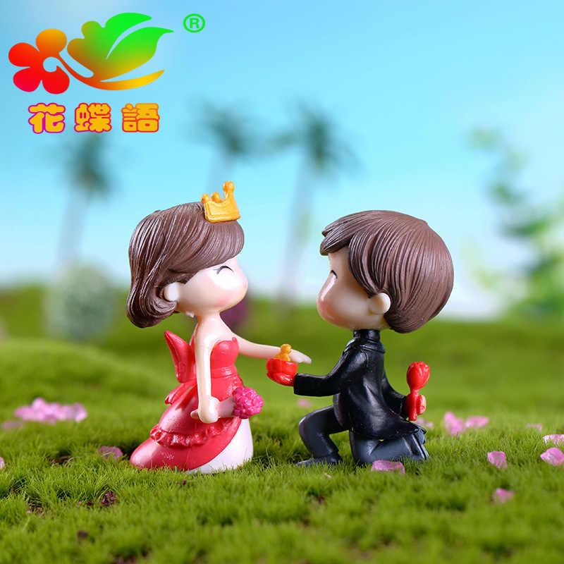 2 個のカップルペンダントミニチュア人形クラウンカップル苔マイクロ風景樹脂装飾新郎花嫁小さな装飾工芸品