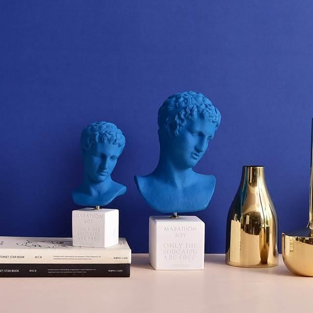 Online Shop Ins Marathon Boy Klein Blue Plaster Figures Sculpture Nordic Statue Figurine Miniture Home Decor Pottery Clay Table Decoration