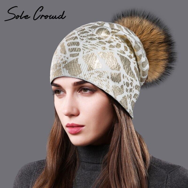Suela multitud 2017 gorros de punto con piel de mapache POM casquillos mujeres caliente moda imprimir oro sombreros de invierno lana de punto sombrero para damas