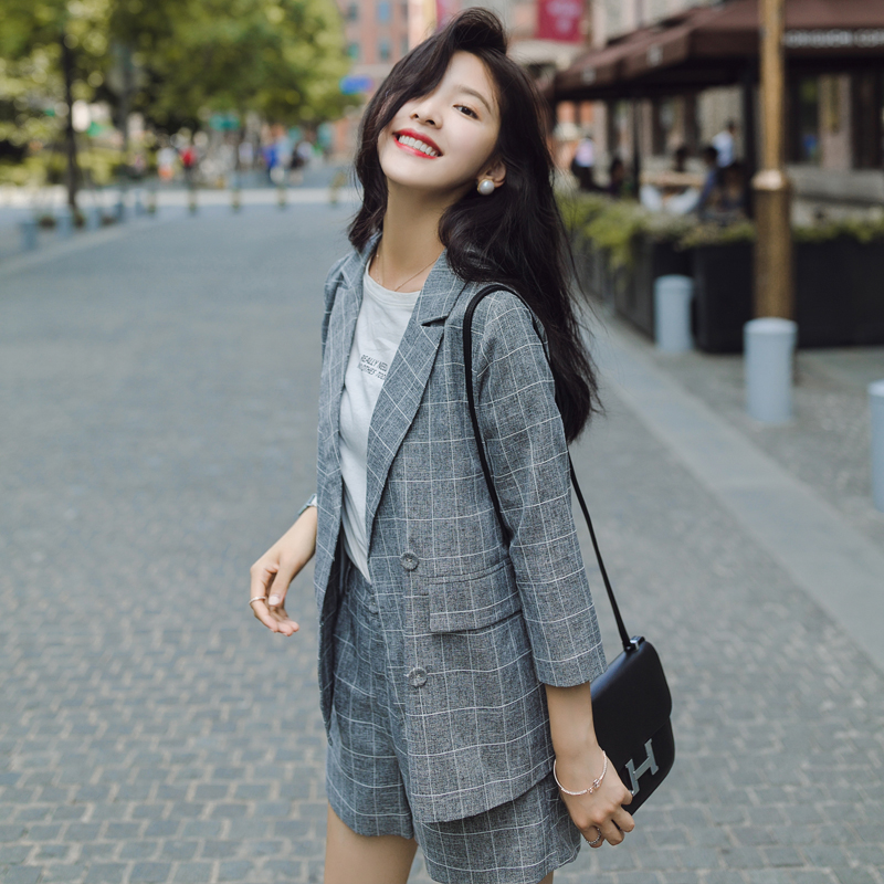 Women's suit 2019 spring and summer new retro plaid shorts suit two-piece female temperament fashion loose casual clothes