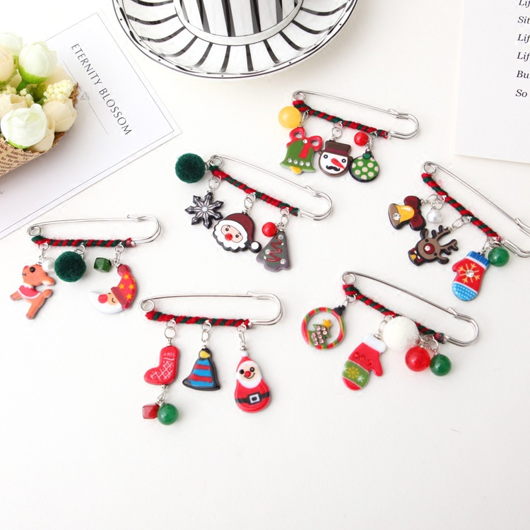 2018 Christmas Brooch Pin Santa Snowman Badges Jewelery Clothing Corsage Bell Elk Sled Dog Cartoon Fun Winding Brooches And Digestion Helping