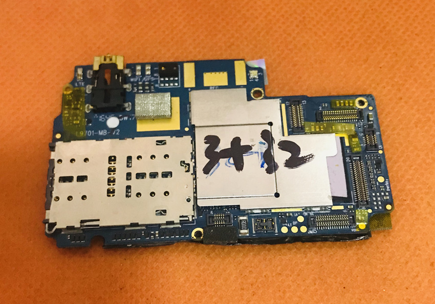 Used Original mainboard 3G RAM+32G ROM Motherboard for Elephone R9 Helio X20 MTK6797 Deca Core 5.5 FHD Free ShippingUsed Original mainboard 3G RAM+32G ROM Motherboard for Elephone R9 Helio X20 MTK6797 Deca Core 5.5 FHD Free Shipping