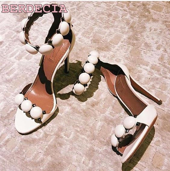 ФОТО top selling sexy open toe ankle strap sandals nude patent leather sandal for woman rivets studded summer sandals free shipping