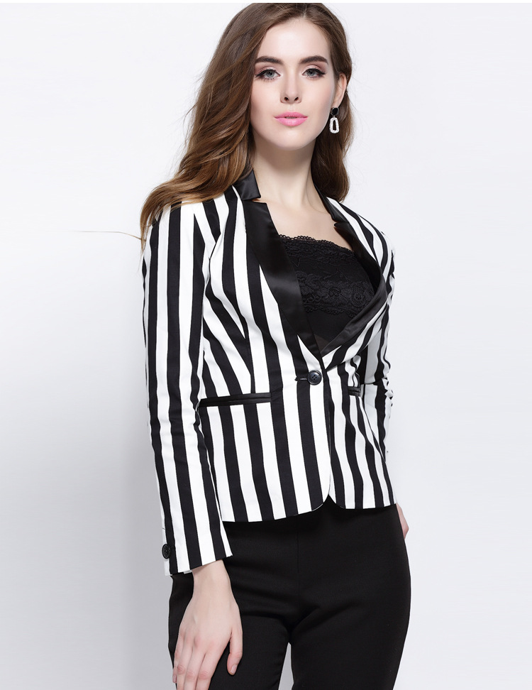 We love this retro-chic striped blazer. Find this Pin and more on style by Lauren Williams. Great Styles of Blazer For Business Women blazer, tee e jeans Discover recipes, home ideas, style inspiration and other ideas to try.