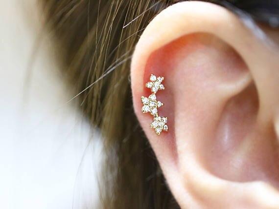 2018 new 16gauge triple CZ flower Tragus Cartilage helix conch daith piercing earring stud body jewelry