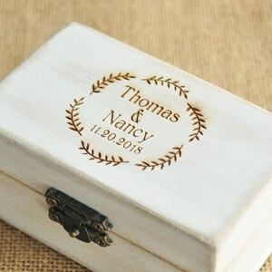 Image 2 - Spersonalizowane pudełko ślubne Retro białe rustykalne pierścień box pudełko na okaziciela pudełko na pierścionek zaręczynowy niestandardowe nazwy i data