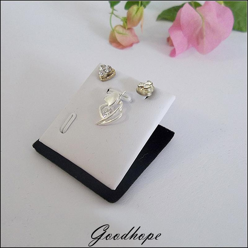Wholesale 30pcs White Faux Leather & Black Velvet Magnetic Pad Jewelry Bouches Top Display Case Pendants Charms Earrings Holder