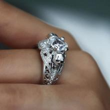 Elegant Skull Zircon Ring for Women Crystal Hands Jewelry Silver Color Rings Charm Fashion Jewelry Valentine's Day Girl Gift