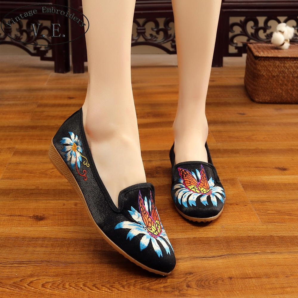 Vintage Embroidery Ladies Pointed Toe Flats Butterfly Embroidered Slip On Women Loafers Casual Silk Comfort Flat Shoes Woman odetina 2017 new women pointed metal toe loafers women ballerina flats black ladies slip on flats plus size spring casual shoes