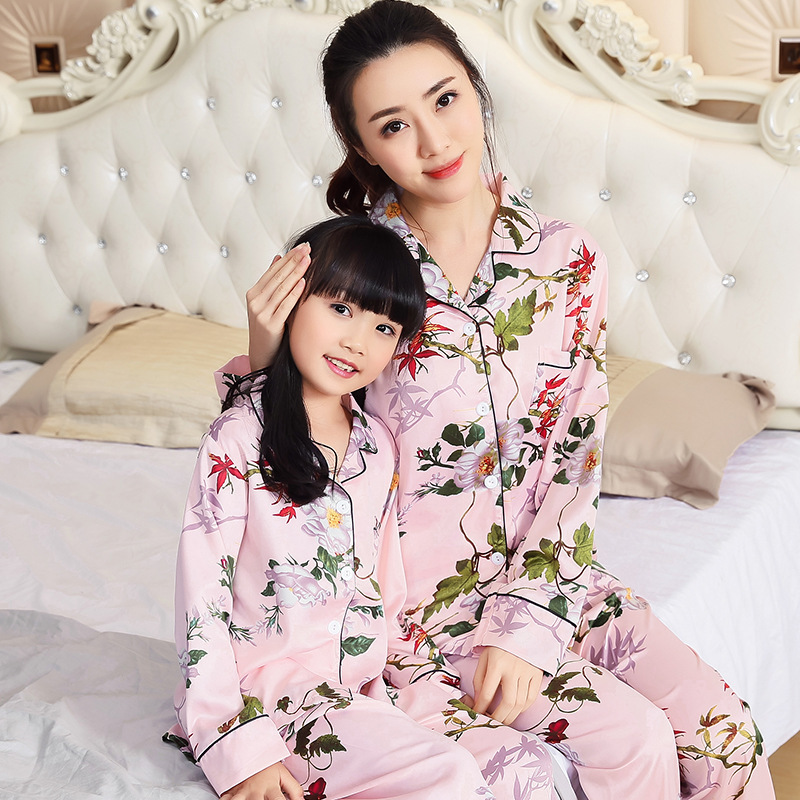 Family Matching Pajamas Sets Mother Daughter Fits Flower Print Long Sleeve Silk Family Matching Sleepwear Nightwear mother daughter clothes sets family matching pajamas sets mom girls short sleeve tops shorts 2pcs sleepwear family look suits