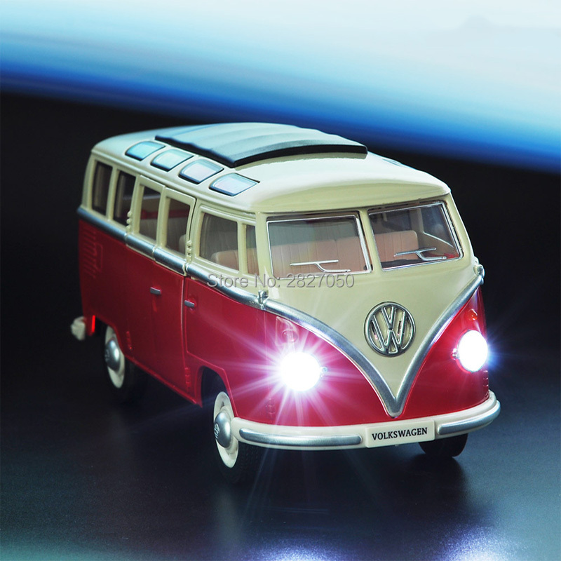 1:24 Alloy Diecast VW Classical Minibus Pull Back Car Toys Mini Van Bus With Light And Voice Toy Cars For Children