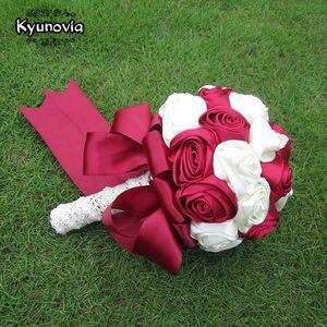 Image 5 - Kyunovia Succinct Satin Rose Boeket Handgemaakte Lint Rose Bruiloft bloemen Kant Handvat Ivoor Bruidsmeisje Bruidsboeketten FE76