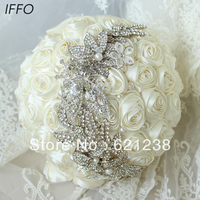 10-inch العاج الورود باقة الزفاف ، بسيطة ، أنيقة بروش باقة الزفاف ، مجوهرات باقة ، العروس باقات. منتجات جديدة