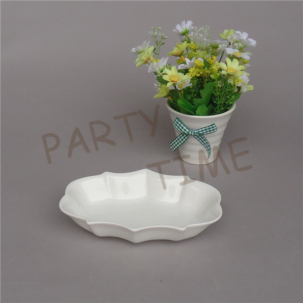 Ceramic oval chip dish, snack dish, porcelain dish for ice cream, cake, appetizer, chips