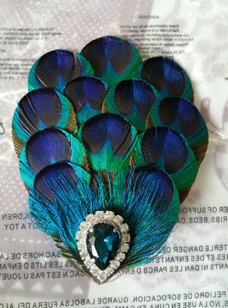 Купить с кэшбэком Whitney wang beautiful natural peacock feather blue bridal Flowers Crystal Rhinestone alloy crab Pearl party hair accessories