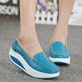 Sapatos Adulto Vaca Dividir as luvas de couro genuíno das mulheres Altura Crescente Sapatos de Couro Genuíno das Mulheres Senhora Massagem wom de Borracha À Prova D' Água