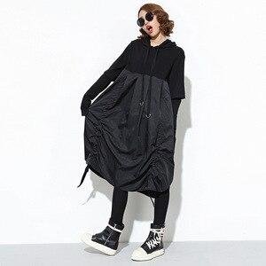 Image 2 - [EAM] 2020 nueva Sudadera con capucha de Primavera de manga larga con cordón negro Fold Split Joint Loose Long Dress Women Fashion Tide JD07601