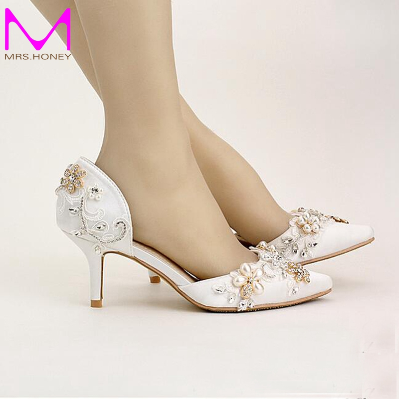 ФОТО 2016 New Beautiful White Satin Wedding Shoes Pointed Toe Fashion Women Shoes Summer Flower Bridal Shoes Comfortable Middle Heels