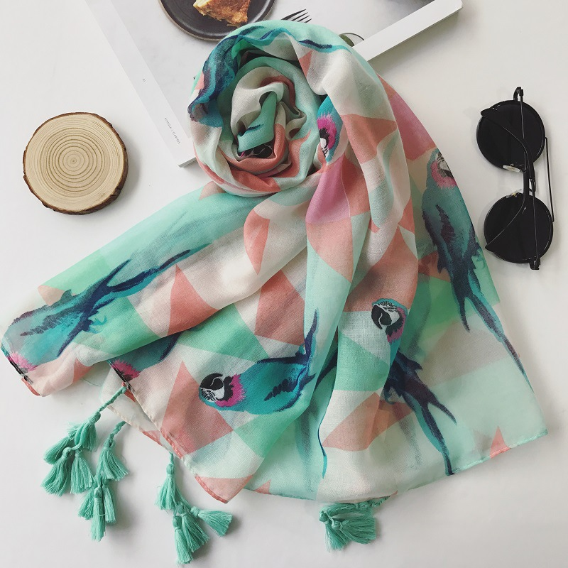 Lovely Animal Bird Parrot Viscose Shawl Scarf 2017 Girls Design Green Tassel Pashmina Wrap Foulard Sjaal Bufandas Muslim Hijab