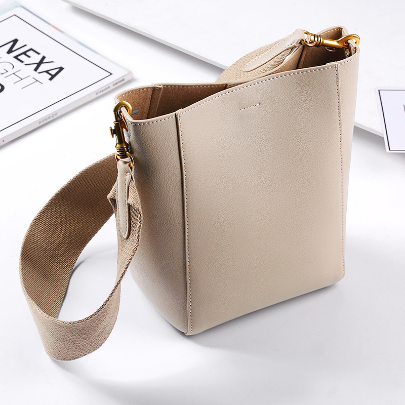 Summer New Fashion Genuine Leather Shoulder Bag Large Capacity Female Crossbody Bags Handbag Bucket Design Cowhide