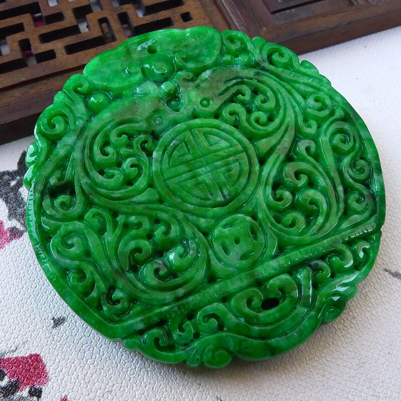 TJP Natural jadeite Emperor Yang green Spicy green carved Wushi brand loves Yupei Mysterious protection pendants jade