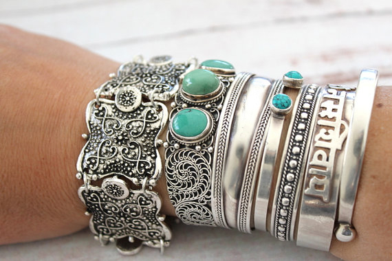 Bohemain Vintage Metal color Carving Flower Cuff Bracelet Gypsy Summer Style Coachella Bangle Bracelets for Women Men Jewelry