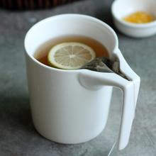 330ml criativo caneca de cerâmica branca com suporte de saco de chá especial entalhado copo chá saco segurando caneca bebedor de chá para o tempo do chá da tarde