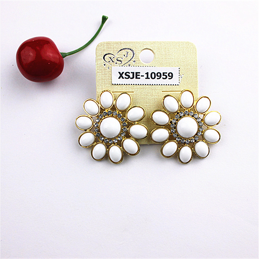 Noble women jewelry. Beautiful white birthday party gift wholesale girl gold-plated circular shape earrings! Free shipping!
