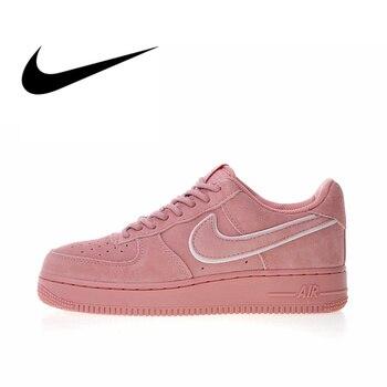 huge selection of 5ab5b 088ed Original auténtico Nike Air Force 1 07 LV8 Suede Mujer Zapatos de  skateboard zapatillas de diseñador Atlético 2018 nueva llegada AA1117