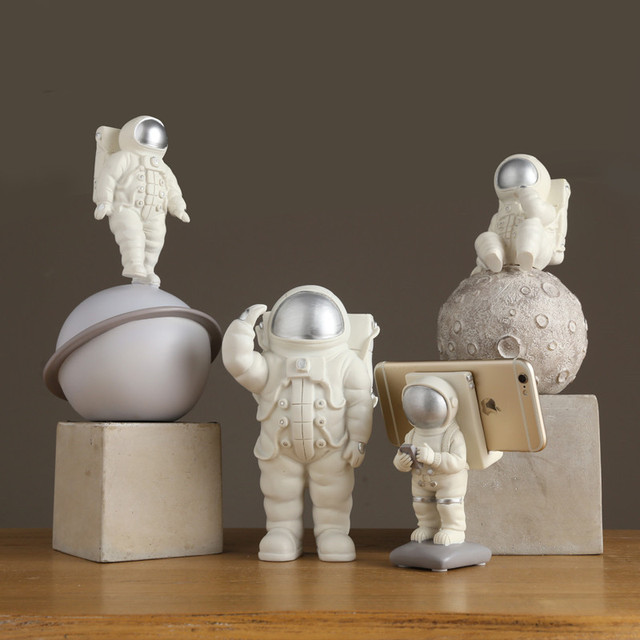 Wandering Earth Astronaut Moon Statue Wedding Decoration Living Room Window Sill Home Decoration Accessories R111