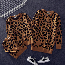 Parent-child Outfits Family Look Leopard Sweaters Matching Clothes Mother Daughter Son Baby Boys Girls Warm Winter Coats